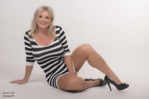 Marie-olivia happy ending massage in Fort Pierce and call girl