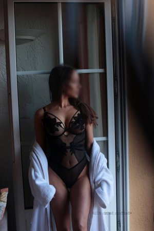 Sakina nuru massage & escort girls